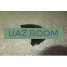 Накладка  петли передней двери (панели) УАЗ 3741 нижняя правая