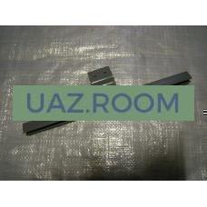Обойма  опускного стекла передней двери  УАЗ 452